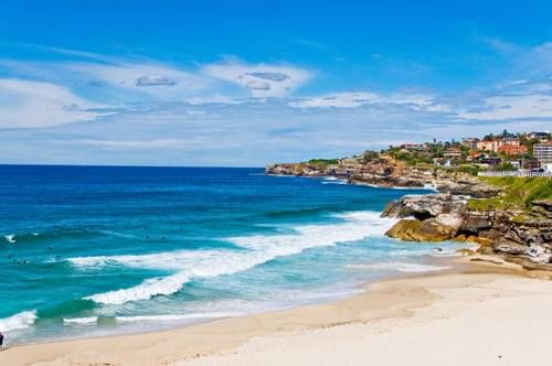At the Bronte Bliss #hotel you can enjoy a balcony with wonderful ocean views at Bronte Bliss! What an amazing place! Best beach hotels in #Sydney!
