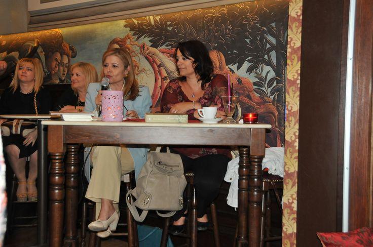 Η Τέσυ Μπάιλα συνομιλεί με την Νινέτα Παπαδομανωλάκη στο Ηράκλειο Κρήτης. #ouiskimple #baila #psichogiosbooks @creta