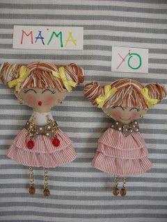 """Dos modelos nuevos de """"Mama y yo"""" a rayitas y un modelo nuevo de organizador de orquillas en tela vaquera y rojo."""