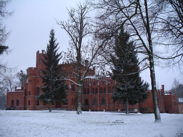 Pałac wraz z parkiem jest własnością prywatną. Jeszcze do niedawna właściciele oferowali usługi hotelarskie, jednak od 2011 roku zrezygnowali.  www.it.mragowo.pl