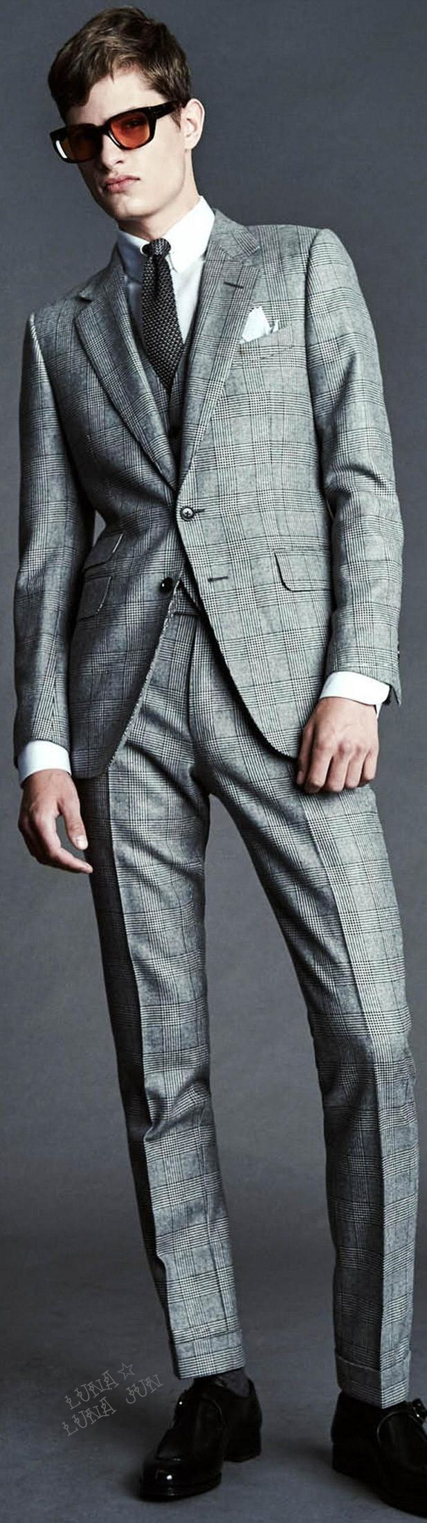 Tom Ford Spring 2016 Menswear | Men's Fashion | Men's Outfit for Business | Men's Suits | Moda Masculina | Shop at designerclothingfans.com