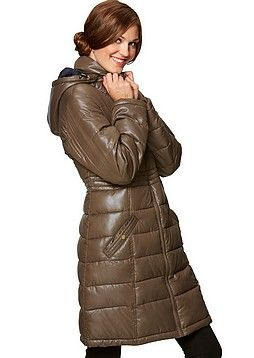 Toppavaatteissa yleinen kiiltävä polyesteripinta. Line Collection, Naisten toppatakki