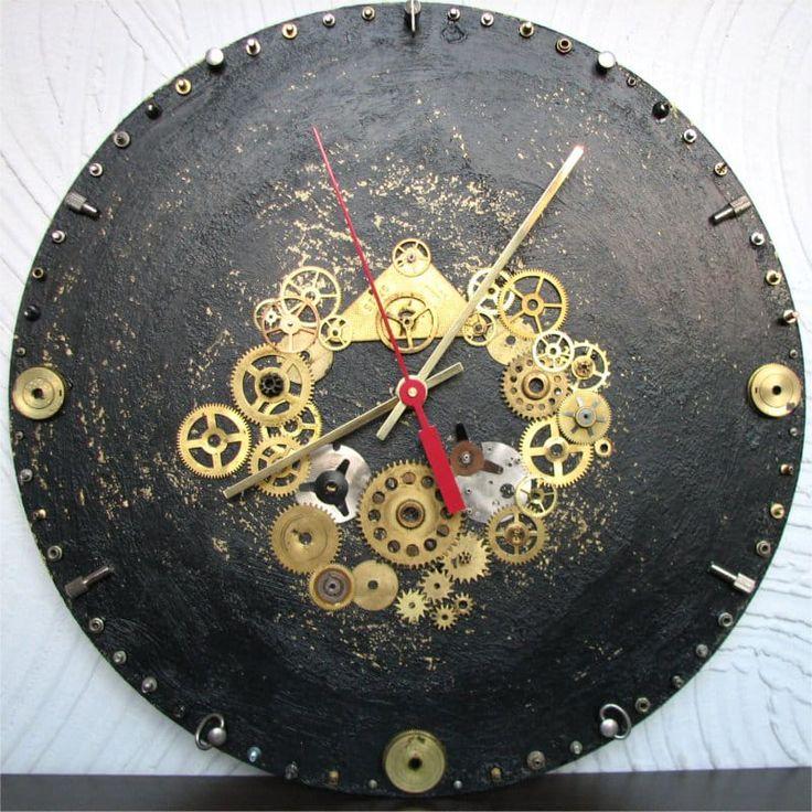 Стильные дизайнерские настенные круглые часы в новомодном мужском стиле стимпанк, декорированные символикой текущего времени – шестеренками, колесиками, зубчатыми передачами. Прекрасный подарок для интерьера кабинета, бара и любого личного пространства стильного мужчины. Часы уникальны и единс