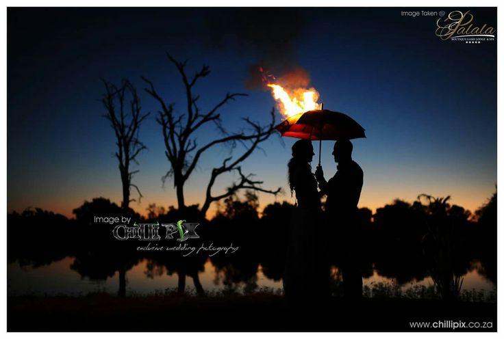 Wedding couple photo shoot - Enflamed umbrella