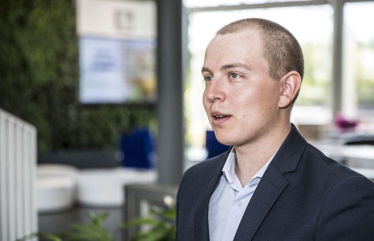 Nordnetin osakestrategi Jukka Oksaharju neuvoo lottovoittajaa sijoittamaan osakkeisiin ja elämään osingoilla.