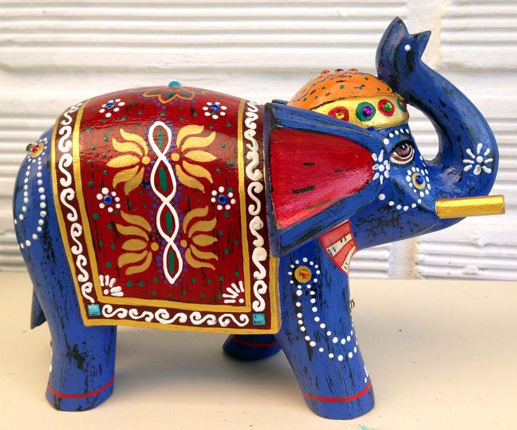 Elefante en madera decorado