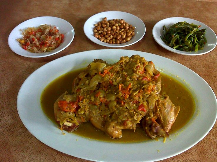 Betutu is a Balinese dish of steamed or roasted chicken or duck. This highly seasoned and spiced dish is a popular dish in Bali and Lombok.
