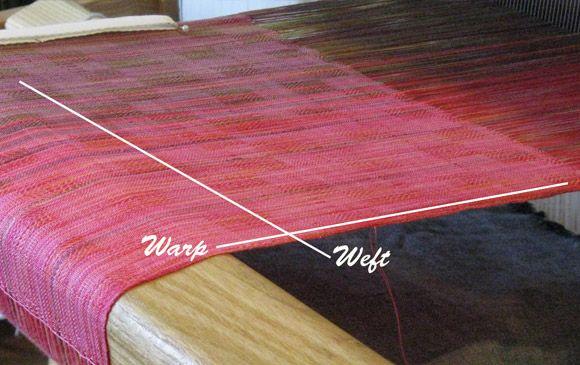 Warp dan weft adalah istilah yang ada pada saat proses penenunan. yaitu jalur benang yang melintang diagonal dan juga horizpntal. Simak selngkapnya disini