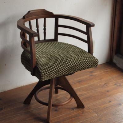 回転椅子」「オットマン」が仕上がりました。 | kubuのブログ | 大阪 ... 「モスグリーンの回転いす」