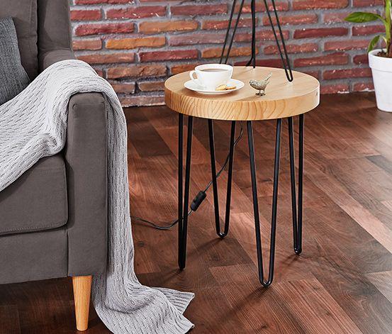 89,95 € Tento odkladací stolík so stolovou doskou z masívneho píniového dreva pekne vynikne v obývacej izbe – hneď vedľa pohovky. Káva, keksy a kniha budú na ňom na dosah ruky a zostane aj miesto na lampičku na čítanie.