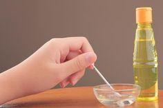 Huile de ricin et Capsules de vitamines E pour les sourcils fins