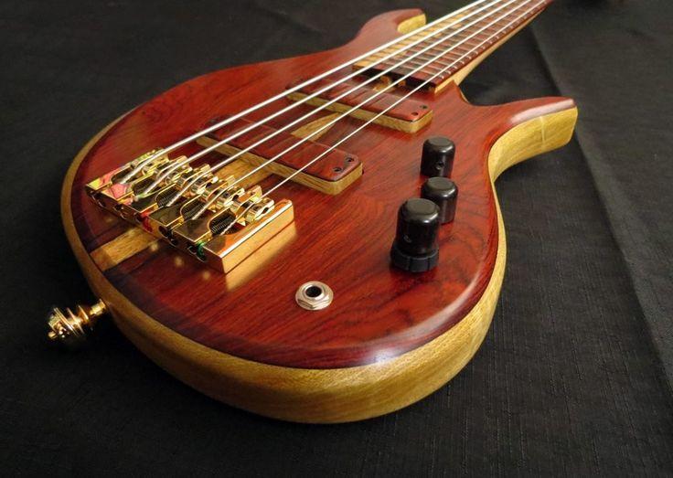 Ella bass... like the pickup covers matching the body