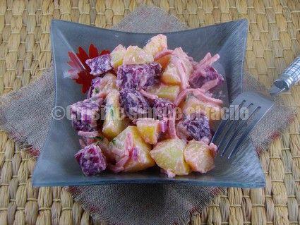 Salade de betteraves, pommes de terre et saucisse