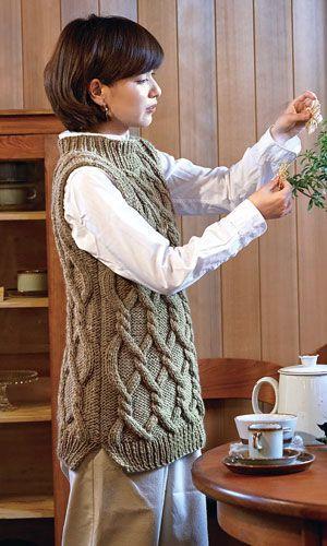使用毛糸:【209】ベーシック極太。作品♪216aw-05ロングベスト 216aw-05 Long Vest by Pierrot (Gosyo Co., Ltd)