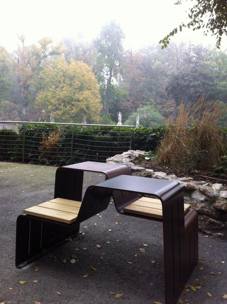 Banc design Cryou installé à Venise, Guyon, mobilier urbain / Design bench Cryou, Guyon, street furniture