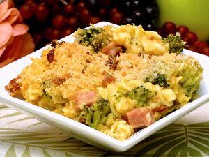 macaroni cheese recipe, broccoli, ham, pasta, casserole, receipts - © 2013 Peggy Trowbridge Filippone, licensed to About.com, Inc.