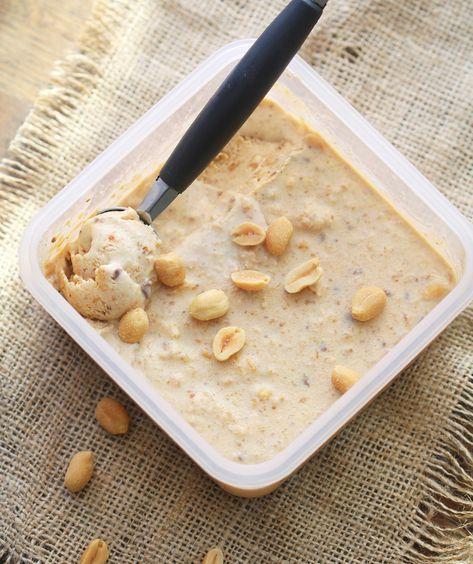Sukkerfri snickers-iskrem: Ingredienser 2 dl vikingmelk (eller fløte) 25 g sukrin gold 80 g peanøttsmør 15 g sukkerfri sjokolade 15 g salte peanøtter