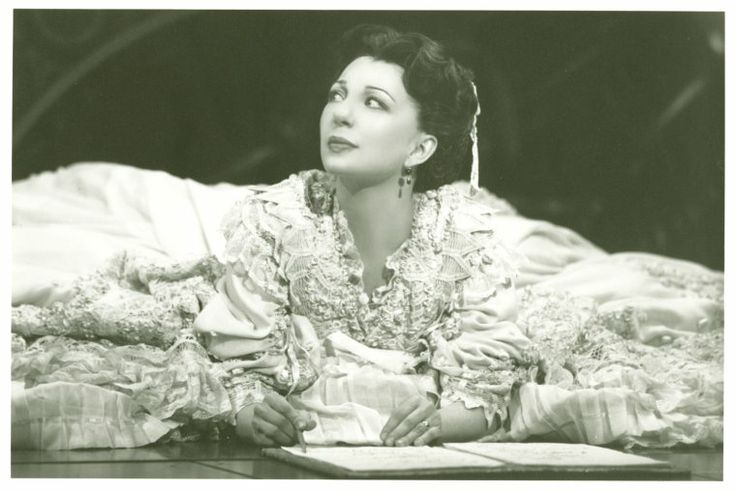 Joan Marcus photo: Donna Murphy (Anna Leonowens) in the 1996 revival of The King and I
