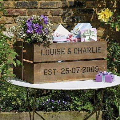 Personalised crate for cards and pressies