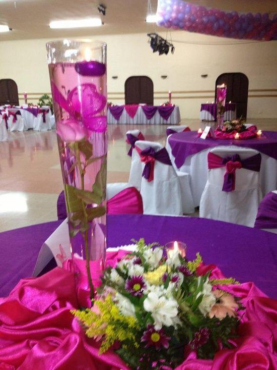15 a os morado con fucsia centro de mesa xv pinterest table decorations dream decor y - Camino a casa decoracion ...