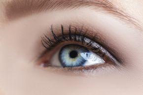 Blaue Augen professionell schminken