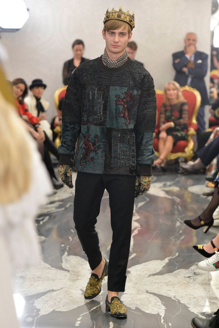 Dolce & Gabbana  #VogueRussia #couture #fallwinter2017 #DolceGabbana #VogueCollections