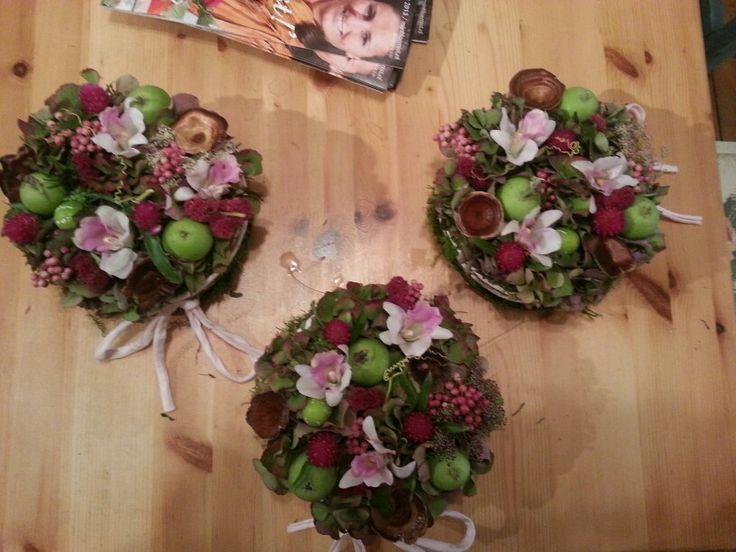 Bloementaartjes met malusappeltjes en zijdebloemen