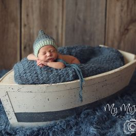 Boat prop, photo, newborn photography, sitter, toddler