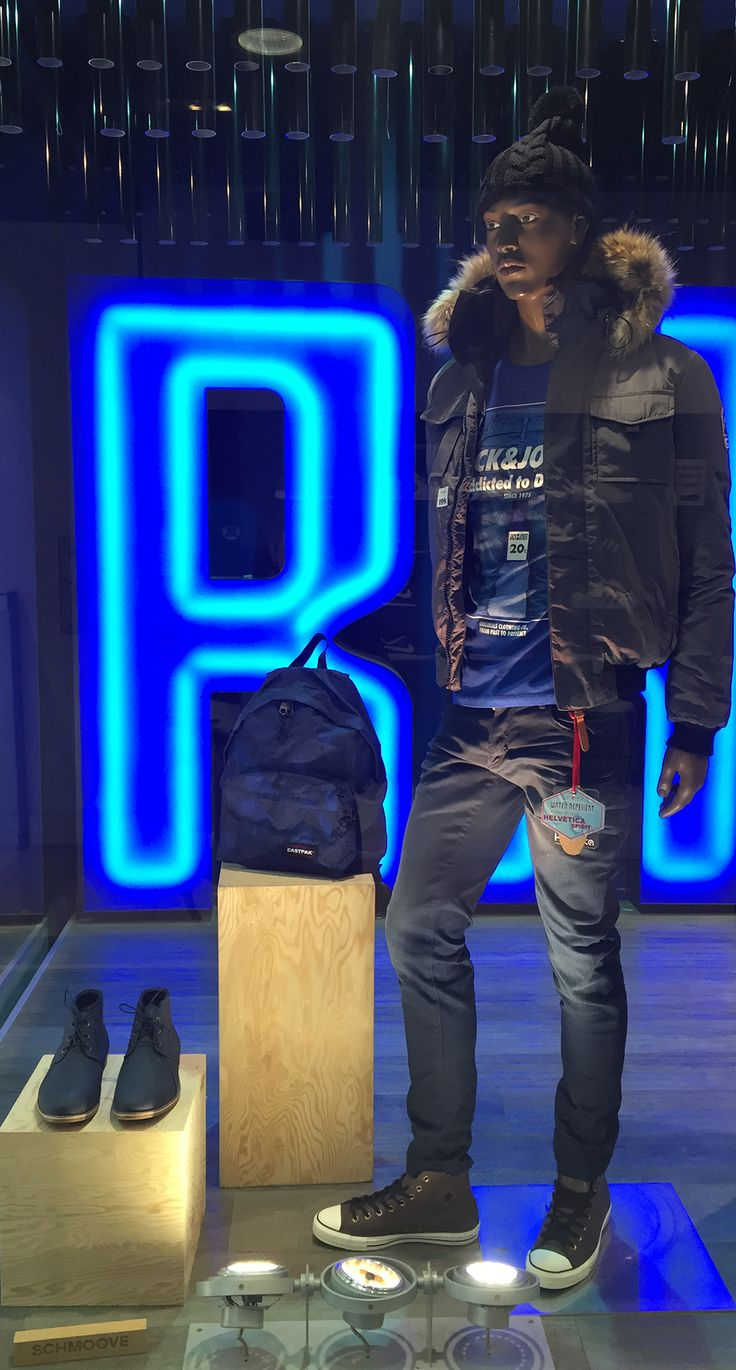 L'hiver, ça se préparer dès à présent avec Parano ! Doudoune avec fourrure ou non, bonnet, sac à dos, baskets en cuir, etc ... RDV chez PARANO. Les marques : Helvetica, Antony motard, Converse, Jack and jones, pull in, eastpak