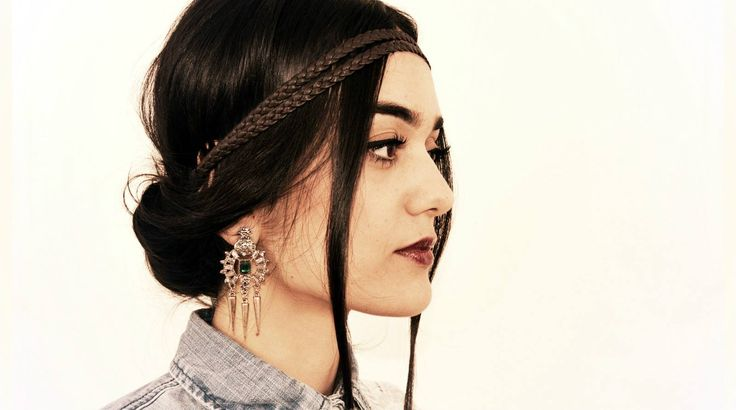 Une jolie paire de boucles d'oreilles qui complimentera beaucoup de tenues, mettant en vedette une magnifique teinte de cristaux verts avec une série de pierres en cristaux brillants  Disponible dans notre boutique en ligne: http://bit.ly/1E8DYfn Livraison rapide sur toute la Tunisie et paiement à la réception.