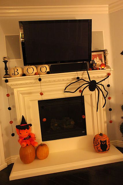 cute mantle decorations..and the spider! I want to make the spider!!