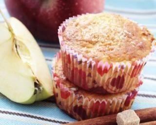 Muffins pomme-cannelle sans beurre : http://www.fourchette-et-bikini.fr/recettes/recettes-minceur/muffins-pomme-cannelle-sans-beurre.html