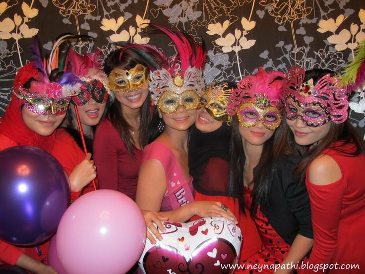 masquerade bachelorette party *Friends #AZOBACHBASH @AZO Girl