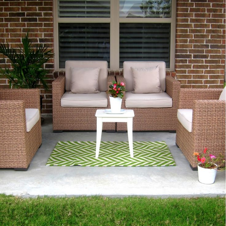 Small Outdoor Patio With Perfect Size Area Rug