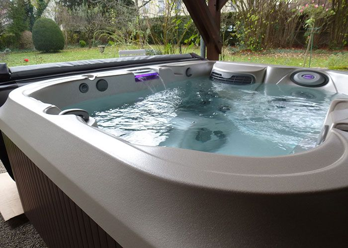 316 best spas jacuzzi en ext rieur images on pinterest whirlpool bathtub spa and spas. Black Bedroom Furniture Sets. Home Design Ideas