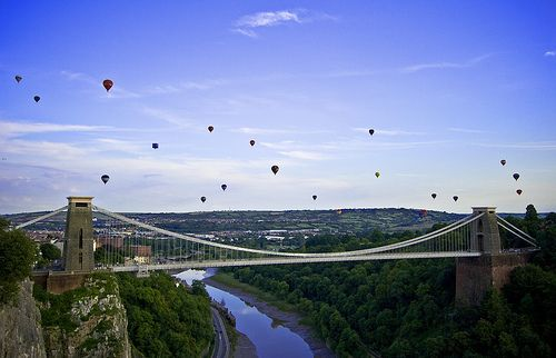 Balloons over the Clifton Suspension Bridge - Bristol Balloon Fiesta 2009 (Sunday) by Mathew Roberts, via Flickr