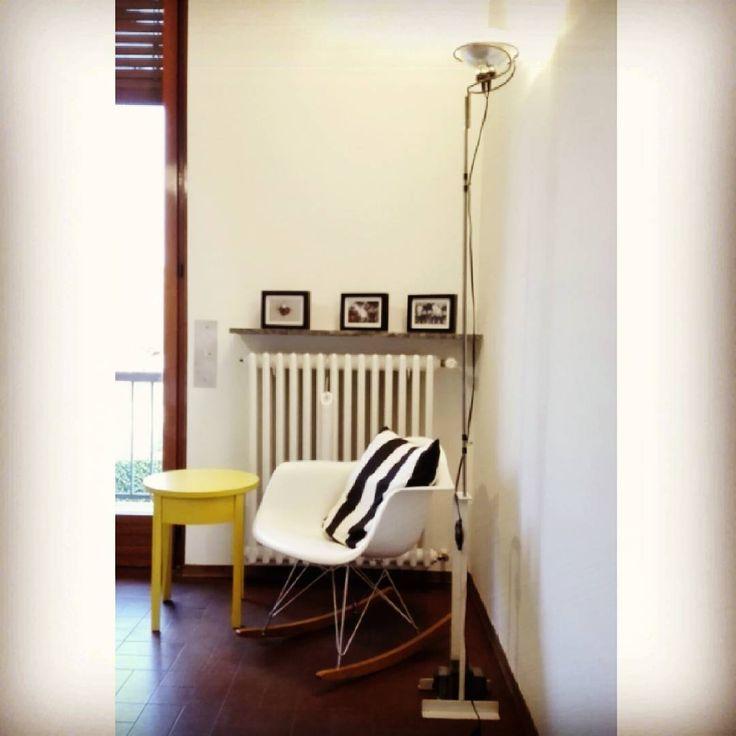 Il mio angolo #relax!! #piedaterre #yellow #blackandwhite #vitra #rockingchair #eames #flos #toio #castiglioni #fischietto #ikea #design #ilovedesign #trendkit