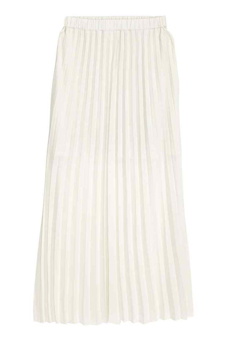 Falda cruzada y plisada: Falda larga, cruzada y plisada en crepé vaporoso. Modelo con cintura elástica y bajo sin rematar. Forrada.