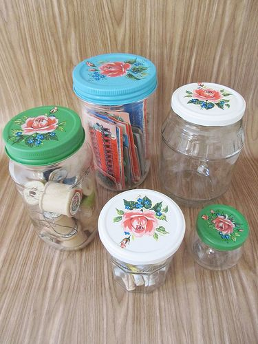 jar lids...spray paint which adheres to metal + vintage floral decals + clear gloss spray-poezieplaatjes