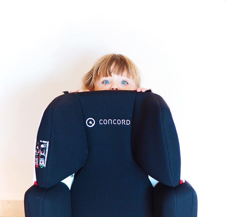 Discover how headrest height and  shoulder protector height and width are simultaneously adjustable at the touch of a button!  #variosizesystem #safety #CRS #carseat #kindersitz #sillacoche #inthecar #design #concordtransformer #transformerxtpro #girl #funny #blackdesign #button #adjustment #height #width #technology #hideandseek #repost @love.chloe2