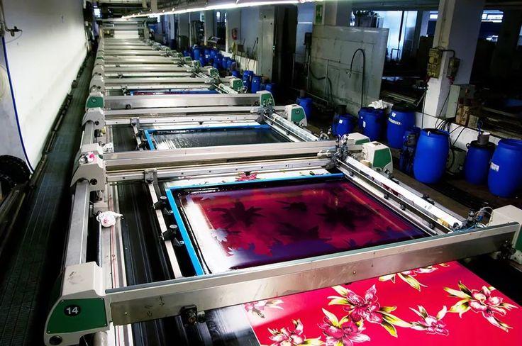 Печать на текстиле – это индустрия, которая стала одной из основных для развития многих Азиатских стран, таких как Китай, Индия, Бангладеш и Вьетнам. Здесь издавна начали окрашивать однотонные ткани, что бы сделать их более привлекательным. Сейчас существует множество способов принтования ткани, но сегодня мы поговорим о водных красках и водном принтовании.  🔹Водные краски💦 обладают множеством преимуществ перед другими способами нанесения изображения на ткань. Такие краски достаточно…