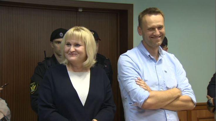 Навальный рассмеялся в ответ на решение суда сократить ему арест на 5 суток  https://tvrain.ru/teleshow/videooftheday/navalnyj-437419/