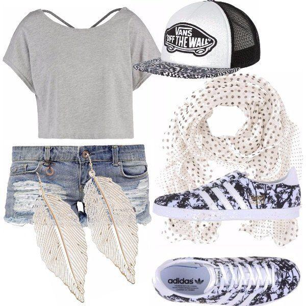 Un outfit per andare a passeggio, a scuola e anche per stare in casa. Una maglia larga, un paio di jeans corti, un cappellino a visiera dritta, un foulard a pois, adidas basse e...orecchini pendenti!