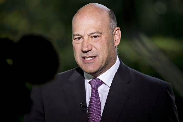 "Cohn Says New Mortgage Deduction Limit Won't Hurt Housing Market The House tax bill's proposal to limit the mortgage interest deduction for new purchases of homes won't crimp the housing market, said White House Economic Adviser Gary Cohn. ""The ability to deduct interest is a component that allows you to buy a ..."