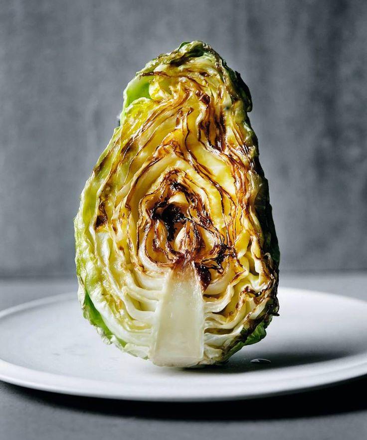Kjøkkemester Kari Innerås beste oppskrifter med nykål. Smørstekt for eksempel. #mestergrønt #innerå #kål #smak