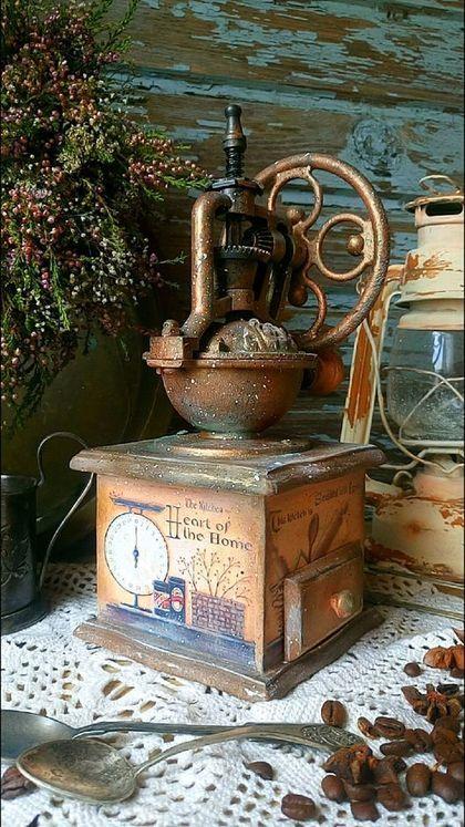 Купить или заказать 'Kitchen country...' Кофемолка. в интернет-магазине на Ярмарке Мастеров. Ручная ретро кофемолка в деревенском стиле. Кофемолка функциональная. Оснащена стальными жерновами и регулятором помола. Кофемолка станет прекрасным украшением кухни в стиле кантри, Прованс.