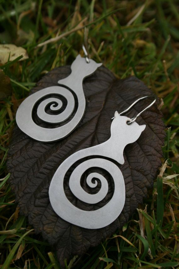 Cute cat earrings! Can be made w/shrink plastic