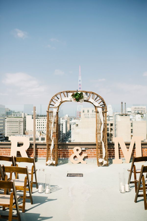 rooftop wedding ceremony, photo by Jenna Bechtholt http://ruffledblog.com/los-angeles-rooftop-wedding #weddingceremony #ceremonies