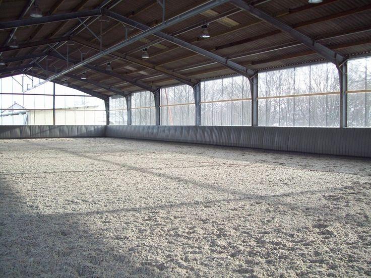 Columbus - Reithallenboden mit weißem Sand