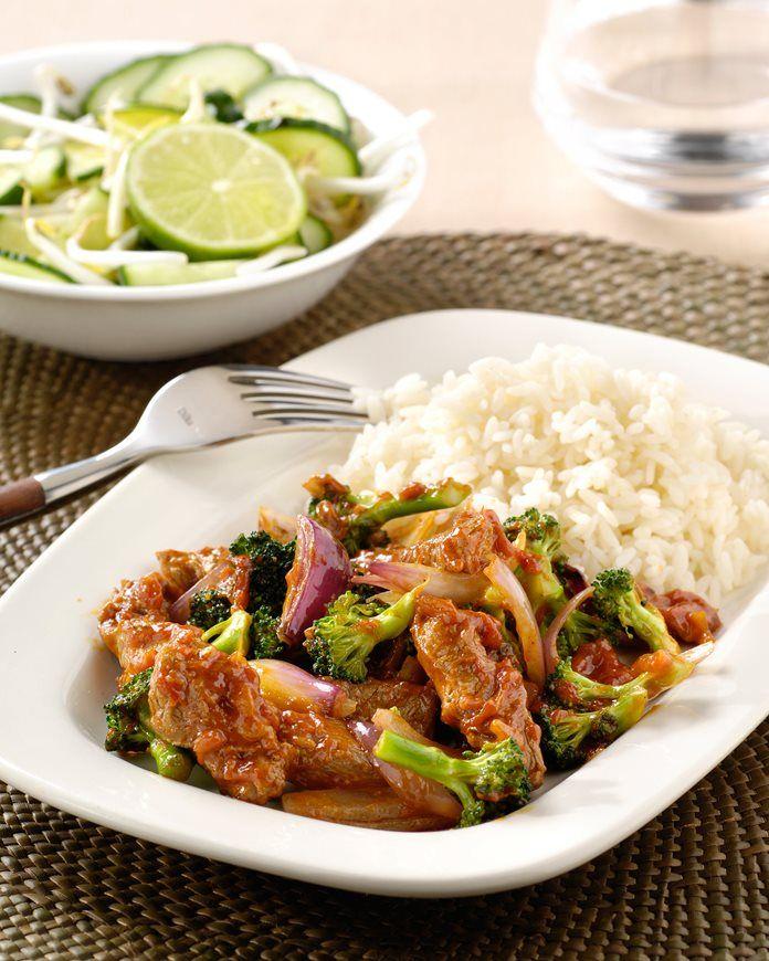 Knapperige Thaise rode curry met broccoli en rijst recept